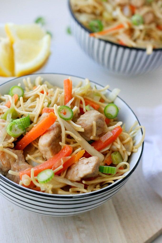 Philippinische Bratnudeln Pancit. Schnell, einfach und verdammt lecker - Kochkarussell.com