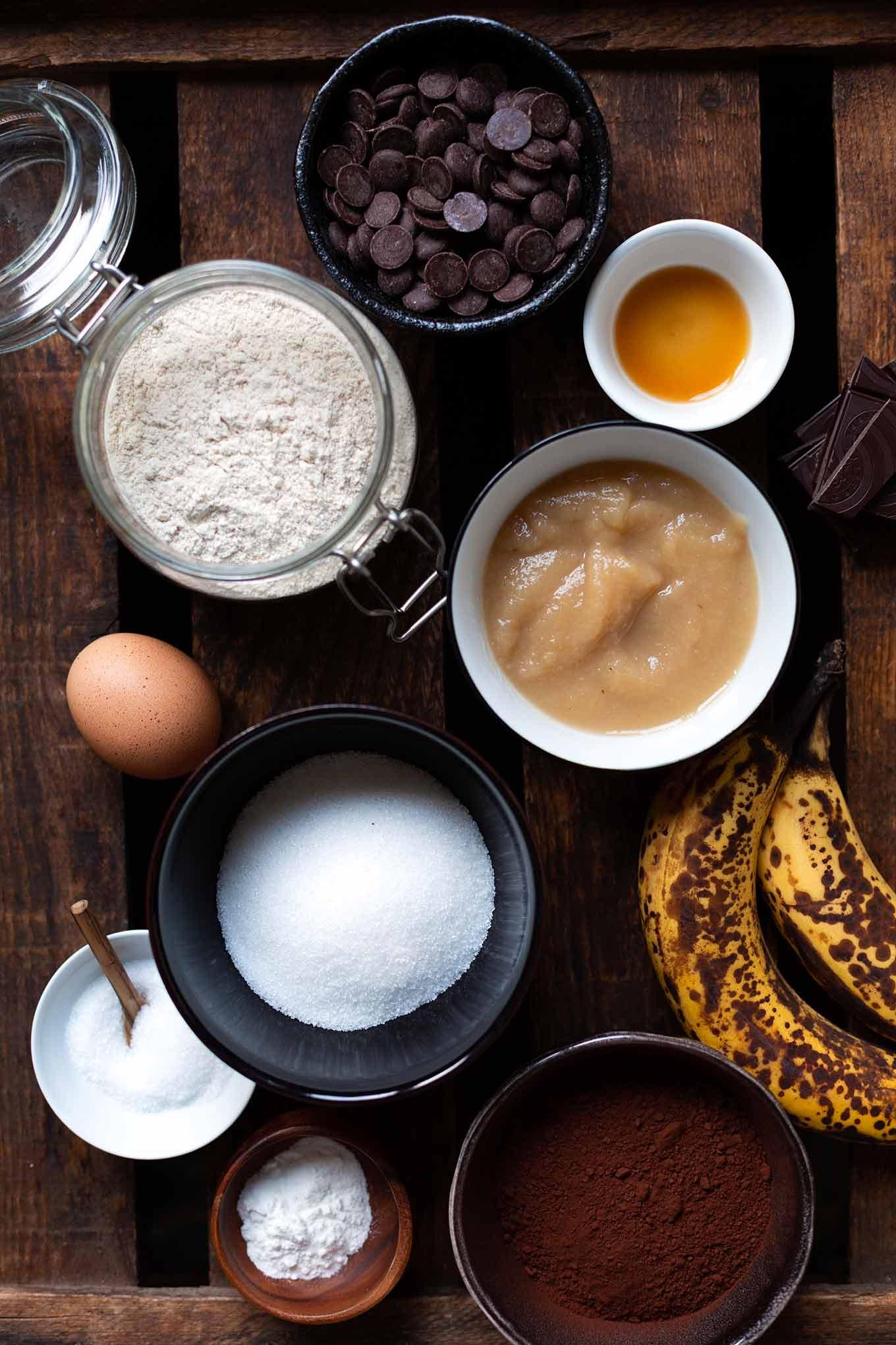 Das Double Chocolate Banana Bread ist schokoladig, saftig und mit vollem Bananengeschmack. Perfekt, um reife Bananen aufzubrauchen und für Schokoholics - Kochkarussell Foodblog #bananenbrot #bananabread #schokolade
