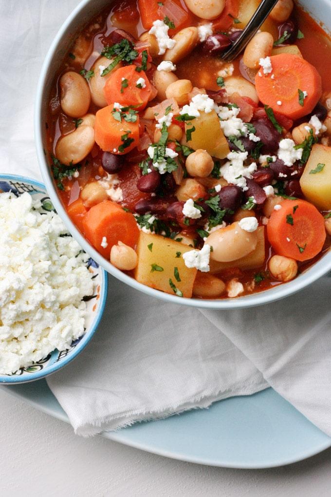 Kichererbsen-Bohnen-Stew mit Tomaten und Feta - Kochkarussell.com
