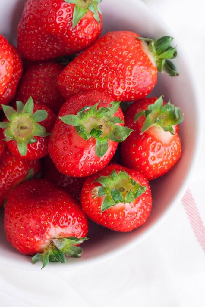 Cremigster Erdbeer-Lassi aus drei Zutaten - kochkarussell.com