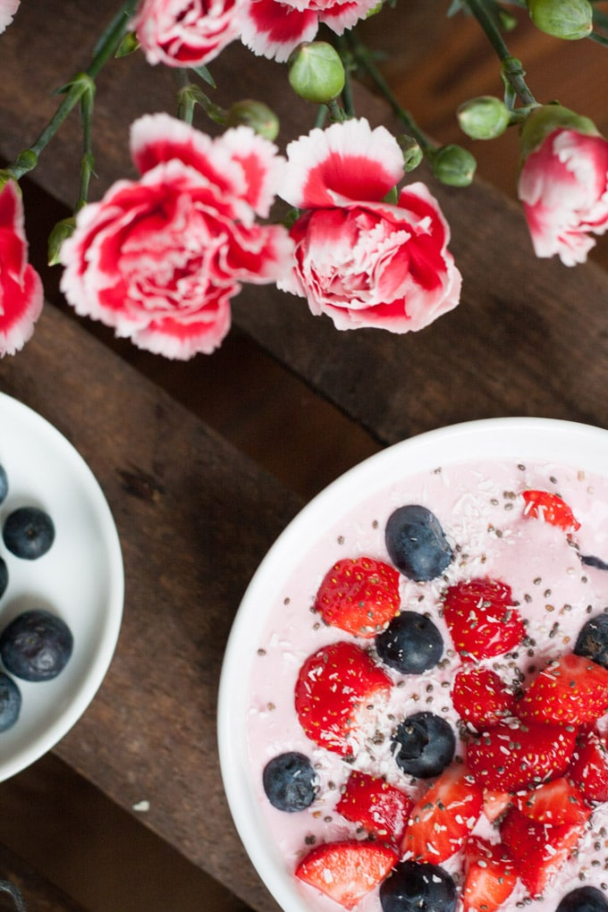 10 eiskalte Erfrischungen für heiße Tage - Very Berry Breakfast Bowl - Kochkarussell.com