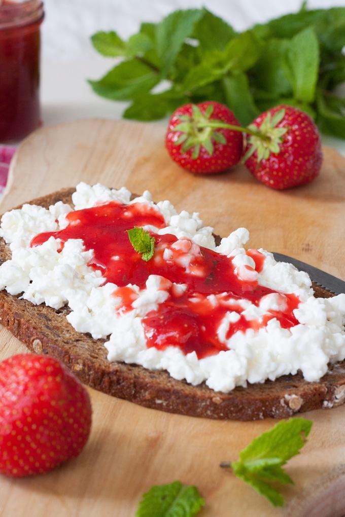 Erdbeermarmelade mit Minze und die besten Tipps und Tricks rund um's Marmelade kochen - kochkarussell.com