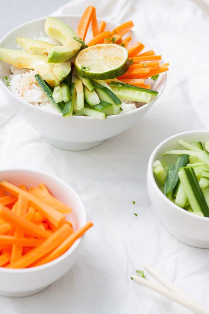 Vegane Sushi Bowl. Lecker wie Sushi, aber schnell und einfach gemacht - kochkarussell.com