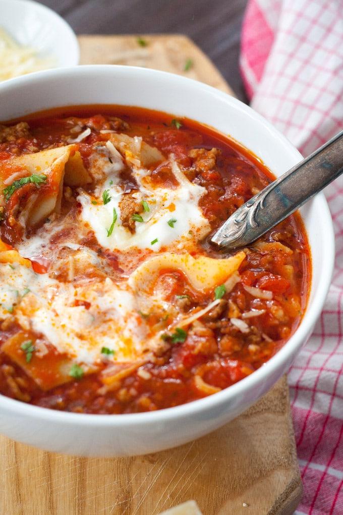 Diese Lasagne-Suppe schmeckt jedem! Super einfach und lecker - Kochkarussell.com
