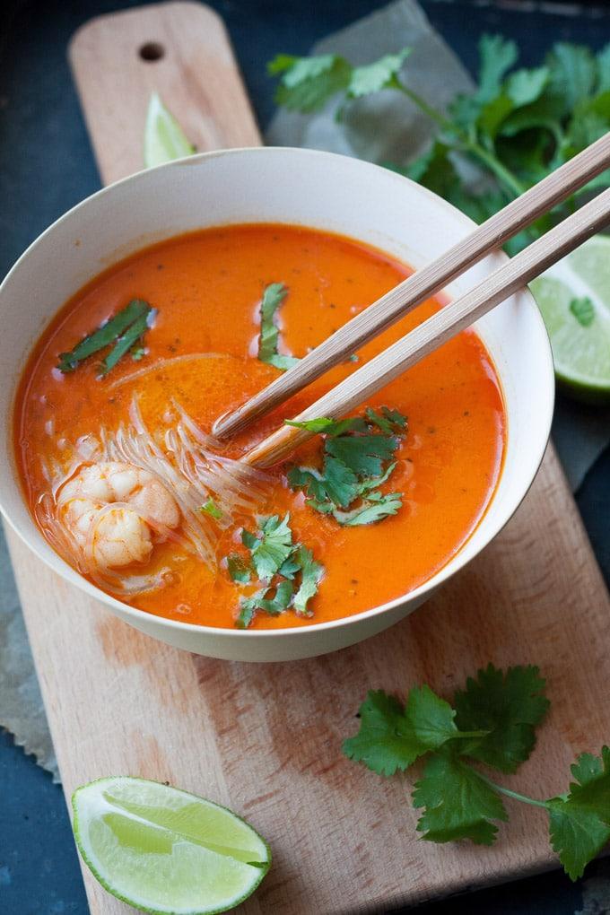 20-Minuten Thai Shrimp Soup: 15 schnelle und einfache Vorratskammer-Rezepte. - Kochkarussell.com #rezepte #schnellundeinfach #feierabendküche