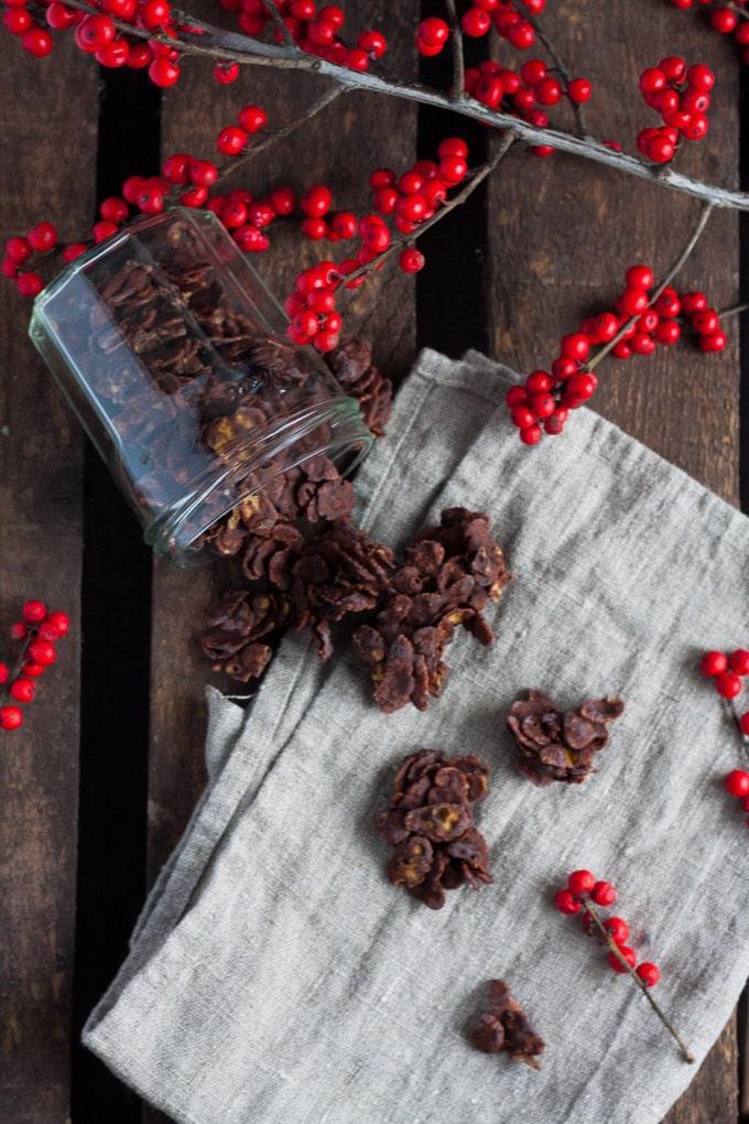 Chai-Schoko-Crossies aus drei Zutaten. Schnell, einfach und wunderbar weihnachtlich - kochkarussell.com