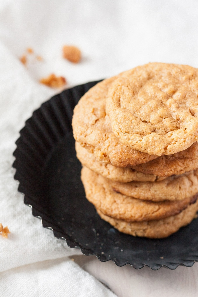 3-Ingredient Peanut Butter Cookies. Drei Zutaten, in 20 Minuten fertig und absolut süchtig machend - kochkarussell.com