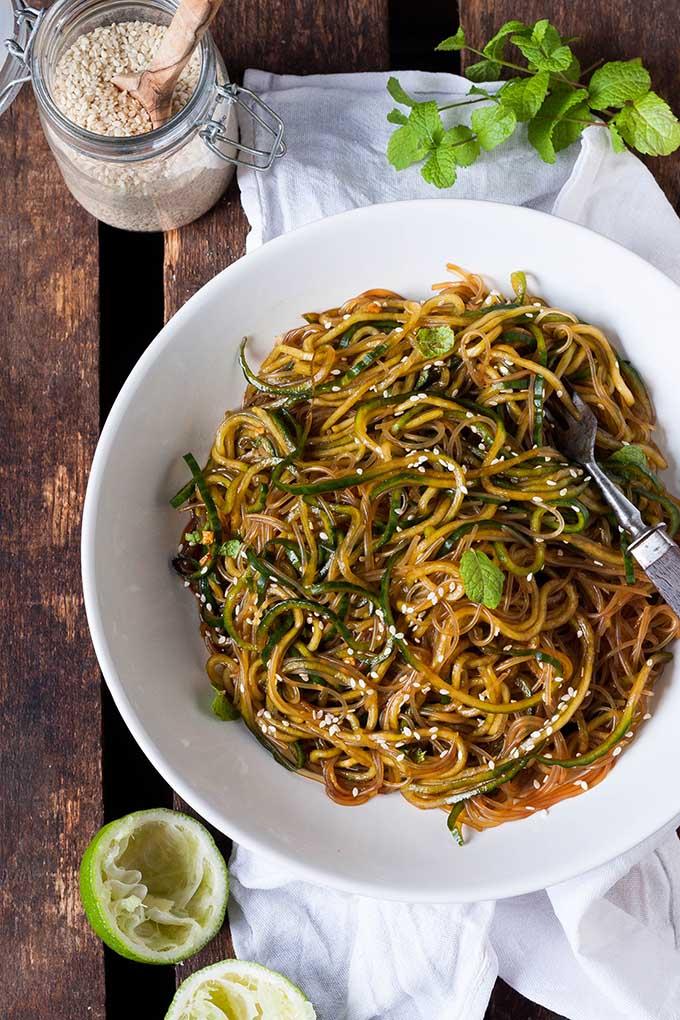 Schneller Glasnudelsalat mit Gurken-Spaghetti - Kochkarussell.com