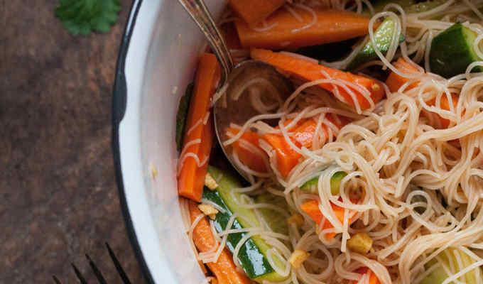 Veganer Glasnudelsalat - Kochkarussell.com