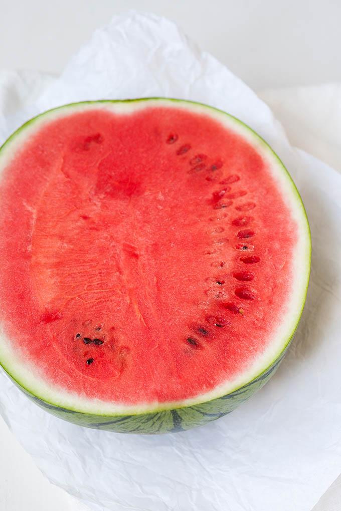 Wassermelone für den Wassermelonen-Feta-Salat mit Gurken-Spaghetti - Kochkarussell.com