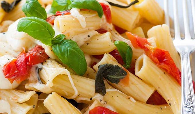 One Pot Pasta Tomate Mozzarella - Kochkarussell.com