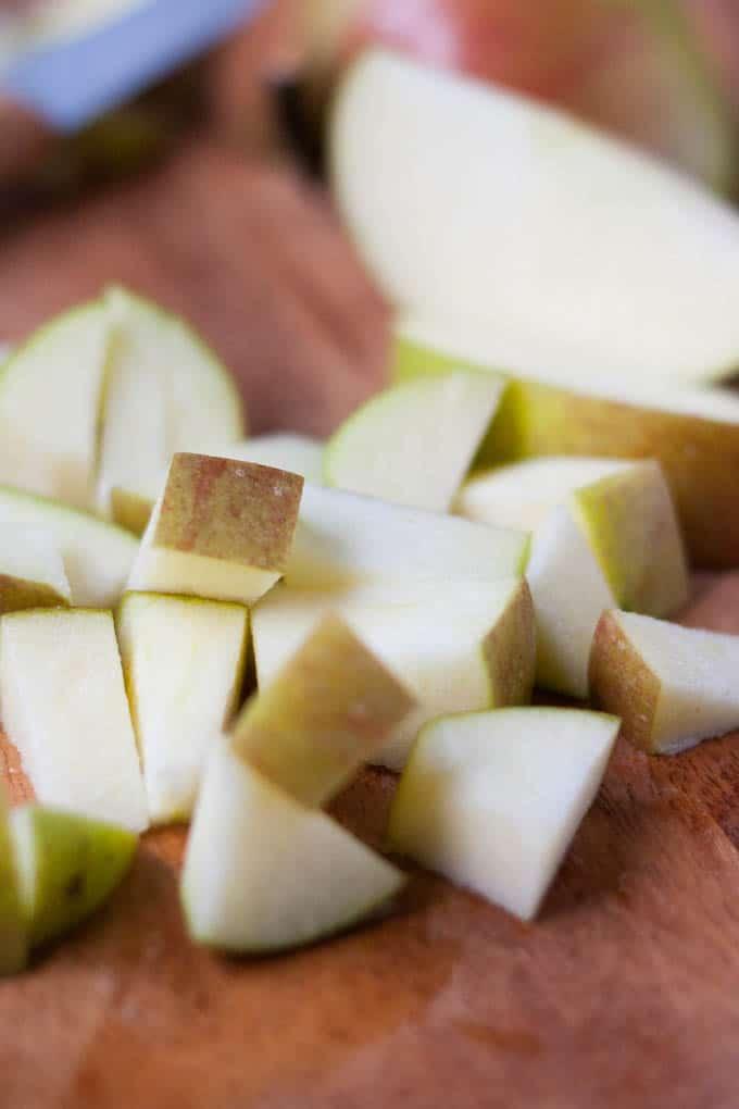Apfelstückchen für Apple Pie Overnight Oats - Kochkarussell.com