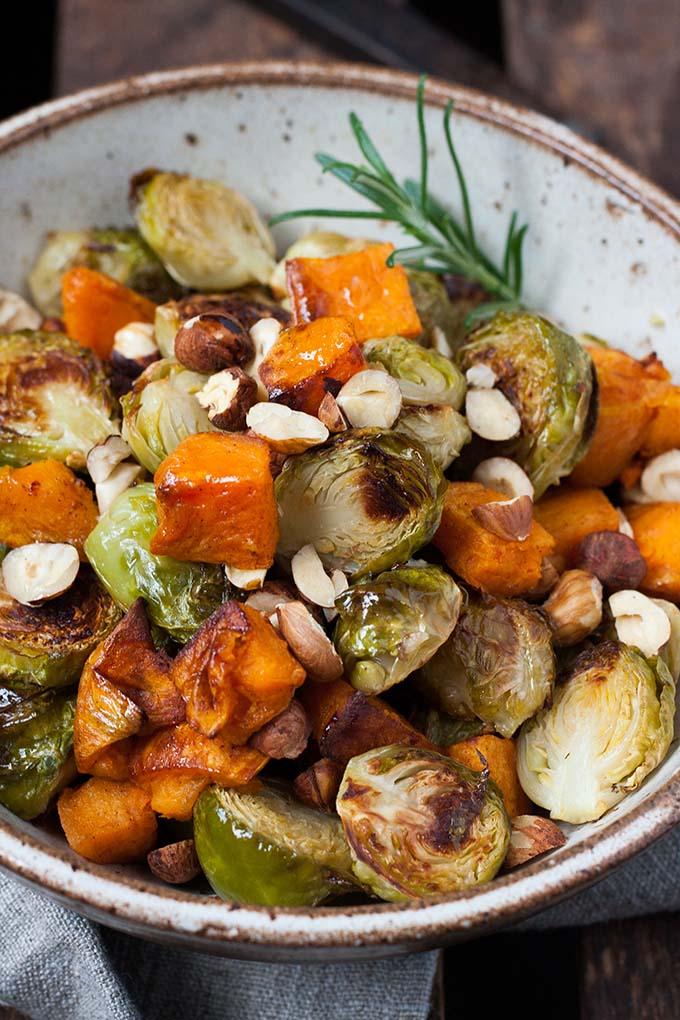 Gerösteter Rosenkohl mit Süßkartoffeln - Kochkarussell Foodblog