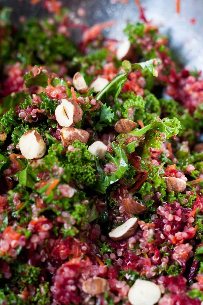 Der Pink Power Salat ist lecker, super gesund und macht lange satt. Perfekt - kochkarussell.com