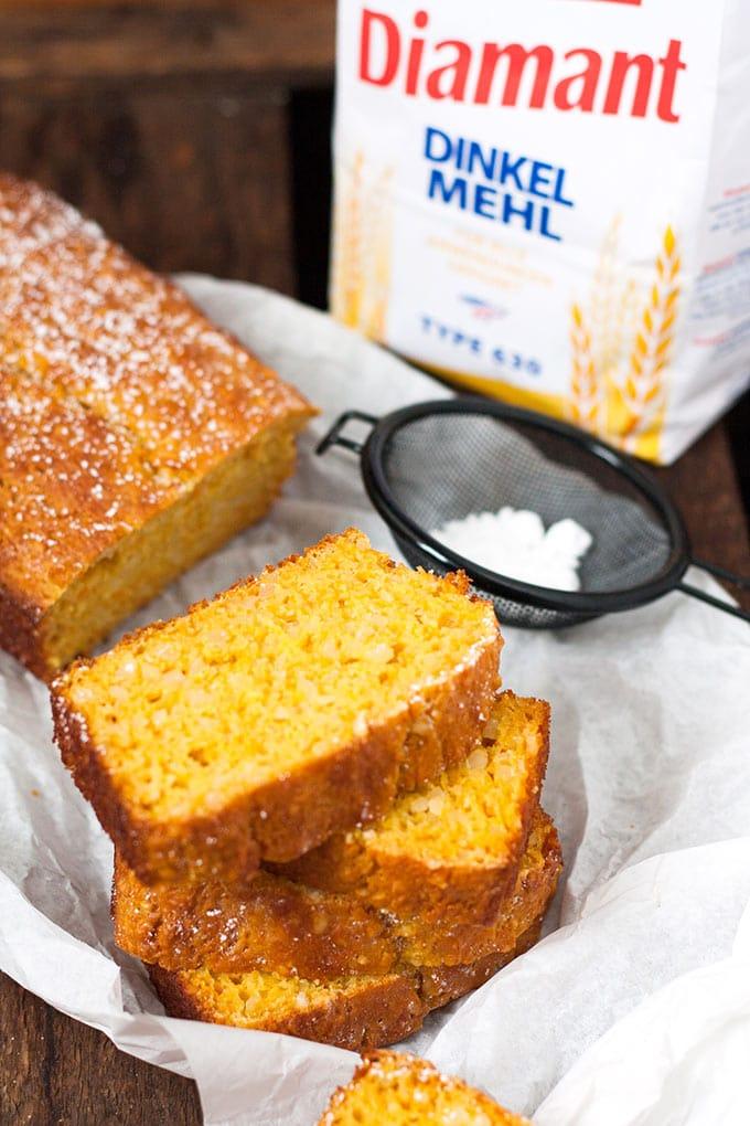 Saftiger Karottenkuchen mit Apfelmus. Schnell, leichter und unglaublich lecker - Kochkarussell.com