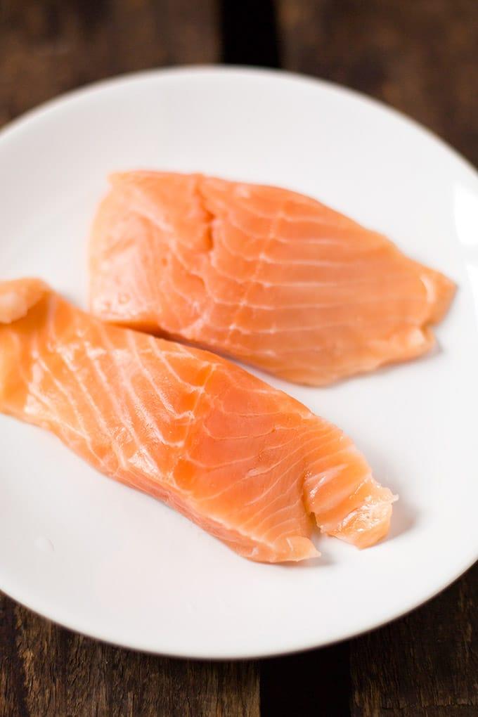 Lachs für die 20-Minuten Thai Salmon Soup - Kochkarussell.com