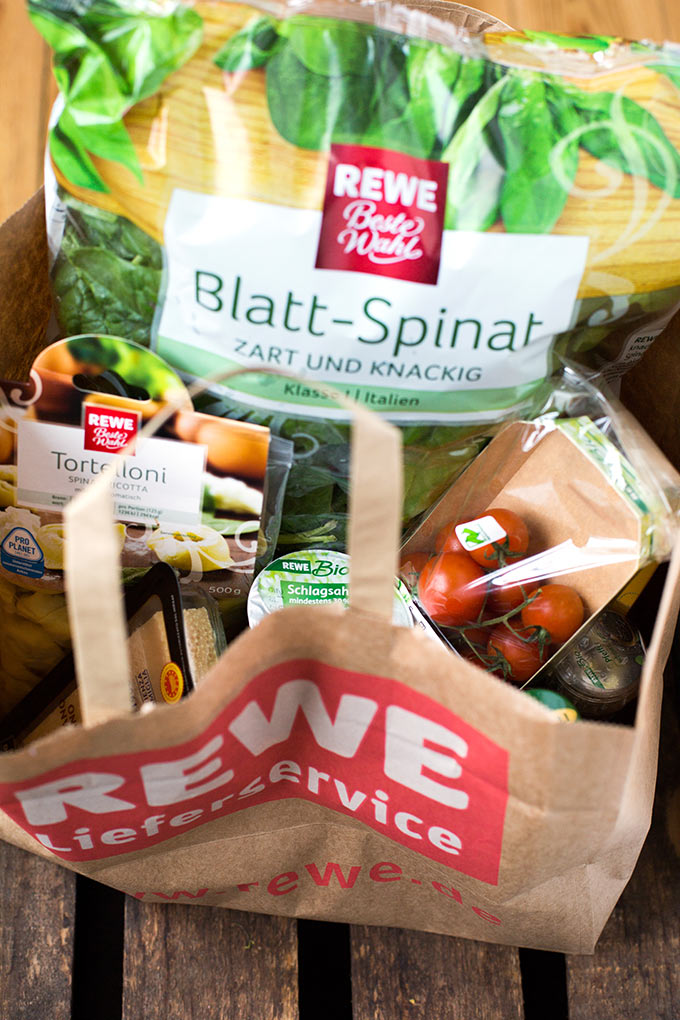 Zutaten für die Tortellini mit Tomaten-Sahnesauce und Spinat - Kochkarussell.com