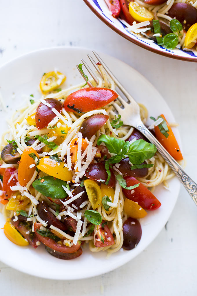 schnelle spaghetti mit tomaten und basilikum rezepte suchen. Black Bedroom Furniture Sets. Home Design Ideas