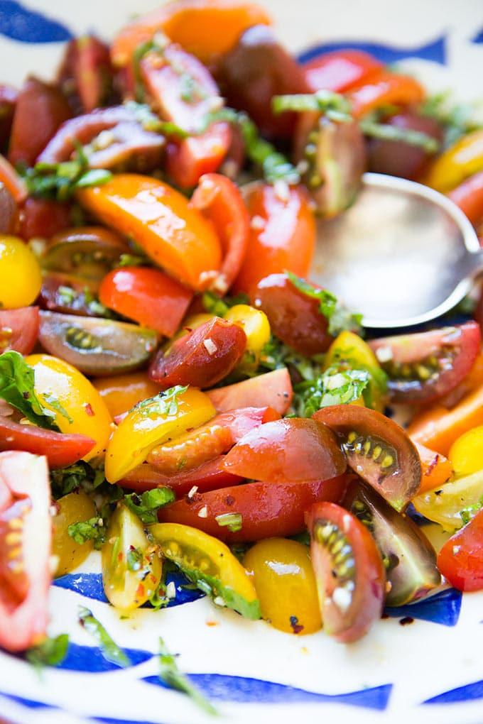 Bunte Tomaten für die schnelle Pasta mit Tomaten und Basilikum - Kochkarussell.com