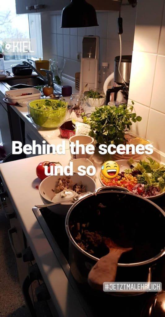 Behind the scenes Veggie Burrito Bowl - Kochkarussell.com
