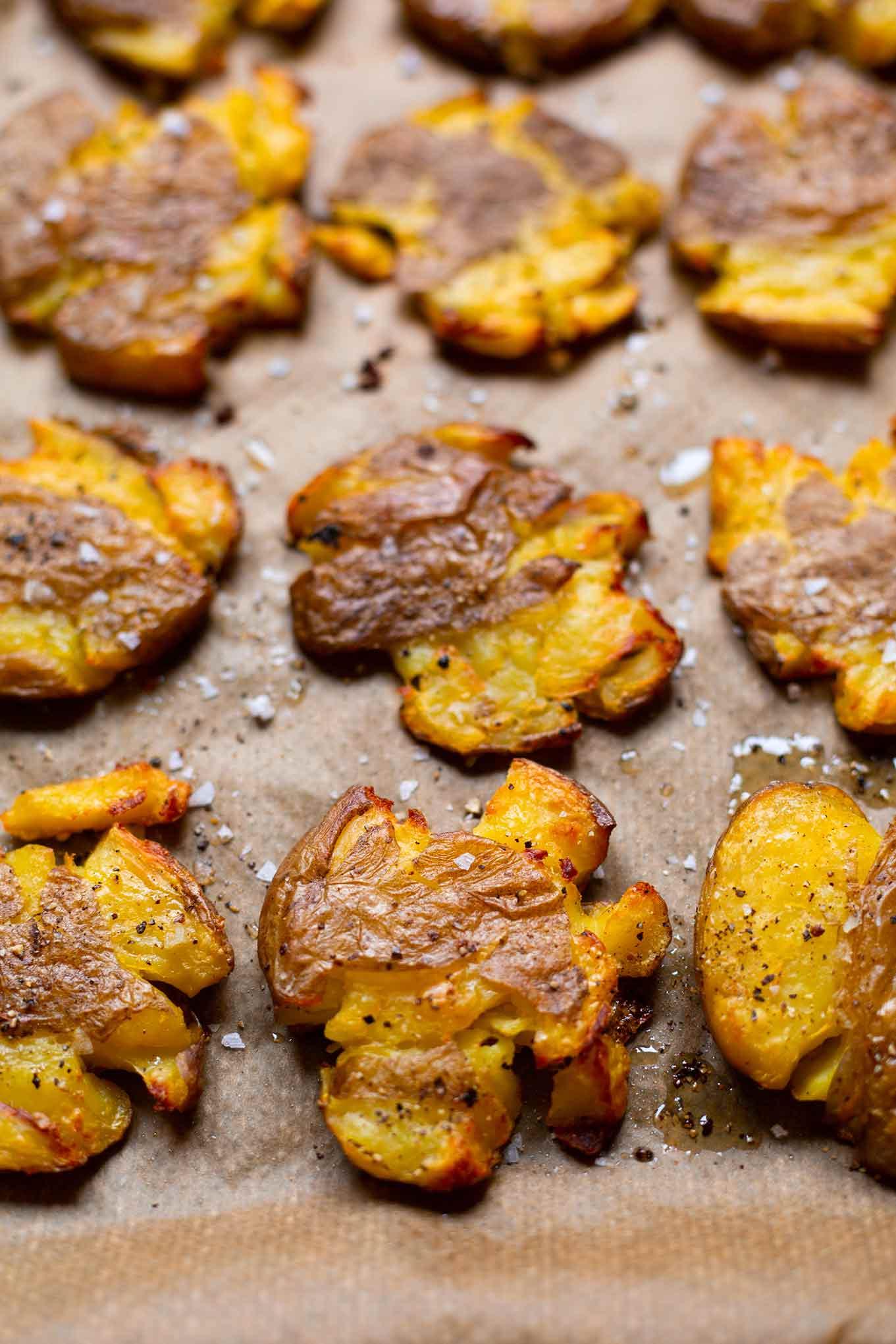Kochkarussell-Rezept: Quetschkartoffeln vom Backblech mit Joghurt-Knoblauch-Dip