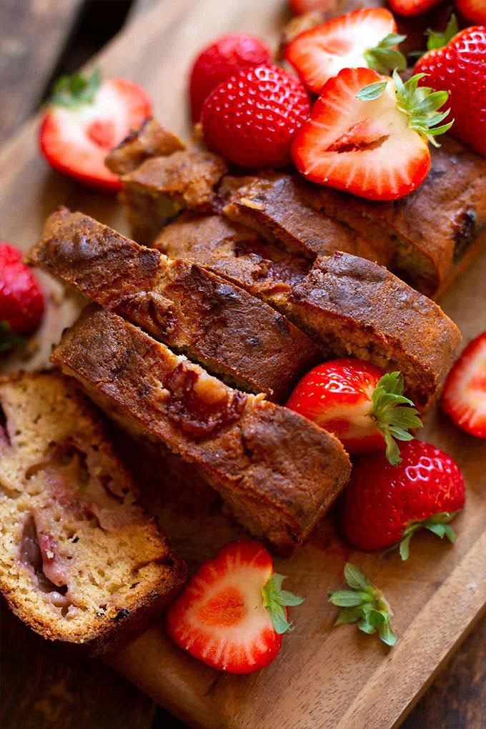 Rezept: Einfaches Erdbeer-Bananenbrot (Super saftig!)